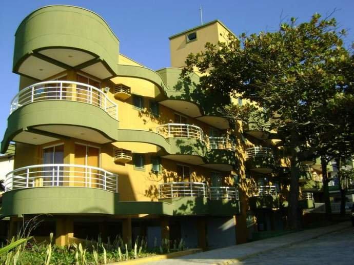 Apartamento lateral mar com 3 dormitórios no centro de Bombas – Residencial Ana Júlia
