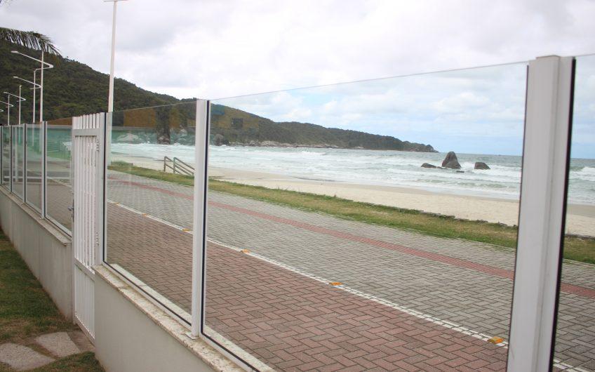 Casa de frente para o mar na Praia de Bombas
